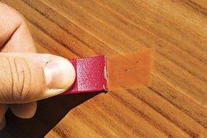 Как устранить царапины на ламинате?