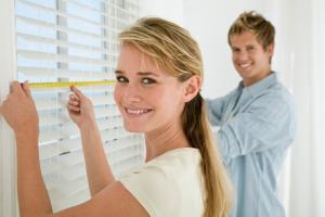 Как самостоятельно замерить, заказать и установить жалюзи на окно?