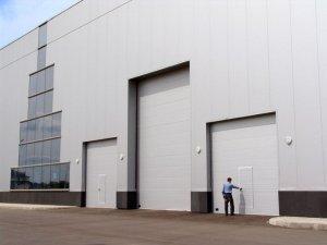 Характеристики промышленных секционных ворот
