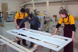 Как подобрать мастера для стекольных работ?