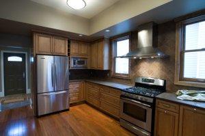 Холодильник на кухне – необходимость и предмет декора