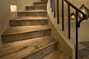 Варианты облицовки лестниц деревом