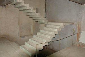 Железобетонные ступени для лестниц: преимущества и особенности